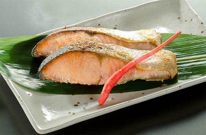 通年販売している人気商品 村上名産 塩引き鮭